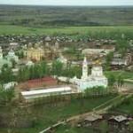 Мужской монастырь на втором плане.
